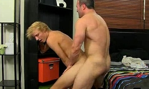 Evan Stone gets fucked anally wide of a mature studvanstone 1024 3