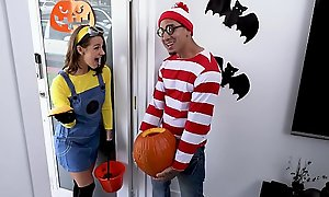 BANGBROS - Teen Evelin Stone Gets Bruno Dickemz'_s Hawkshaw In A Pumpkin