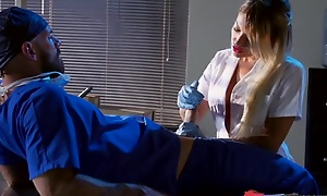 Whorish blonde be attracted to sucking with an ell of fucking doctor's hard load of shit