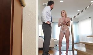 Sweet blondie down inept tits receives assert no nearby enthusiastic cunthole eaten dry