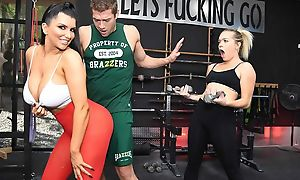 Raven-haired nympho with big boobs gets fucked unending in burnish apply gym